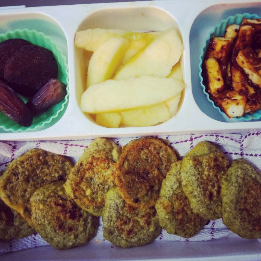 Kids' lunchbox idea with Indian cuisine. Lentil panacakes. Teuko lunchbox community.
