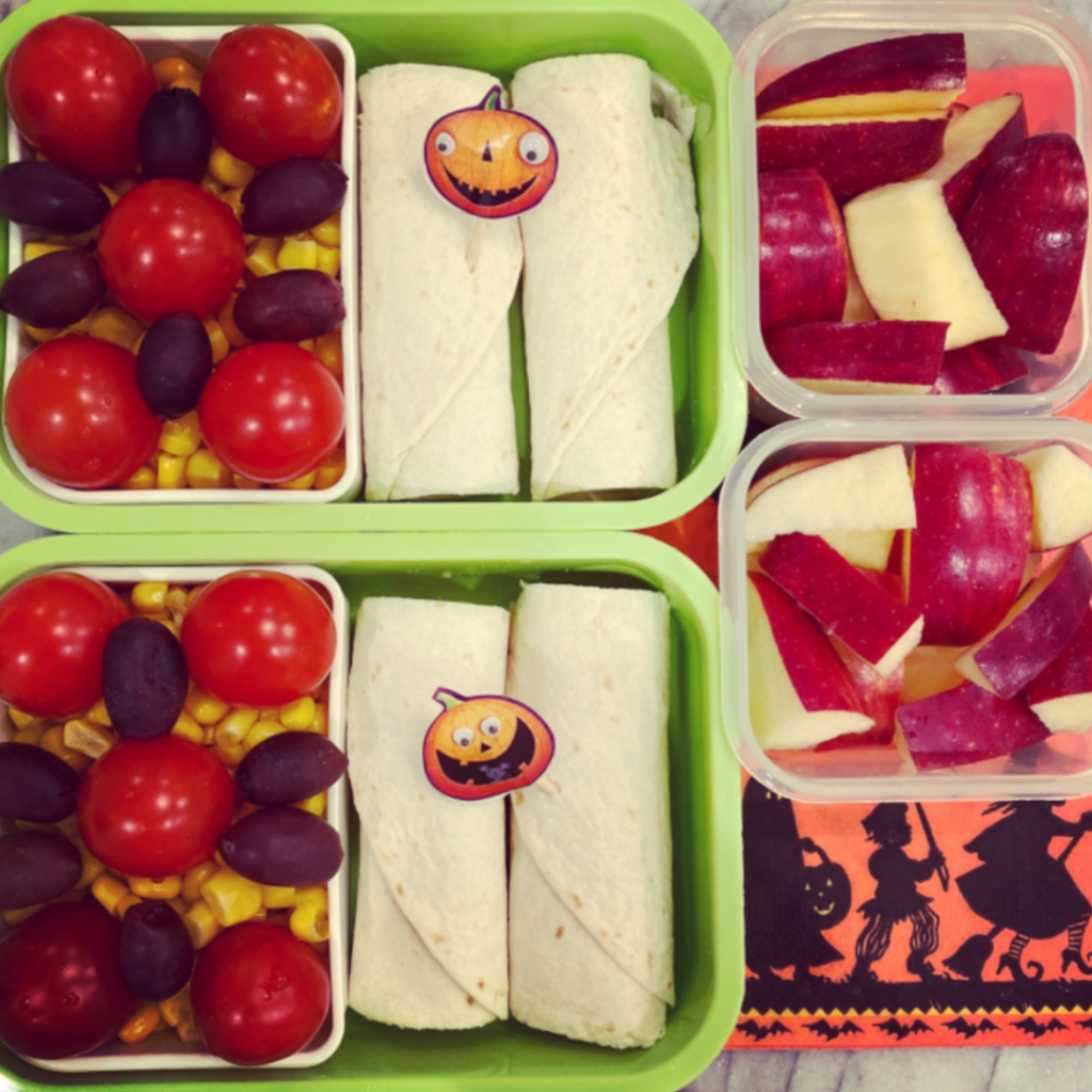Halloween Lunchbox Idea for Kids. Bats and Jack O Lanterns stickers. Teuko Lunchbox Community.