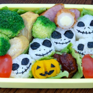 Halloween lunchbox idea for kids. Jack O Lantern with pumpkin and seaweed. Teuko Lunchbox Community.