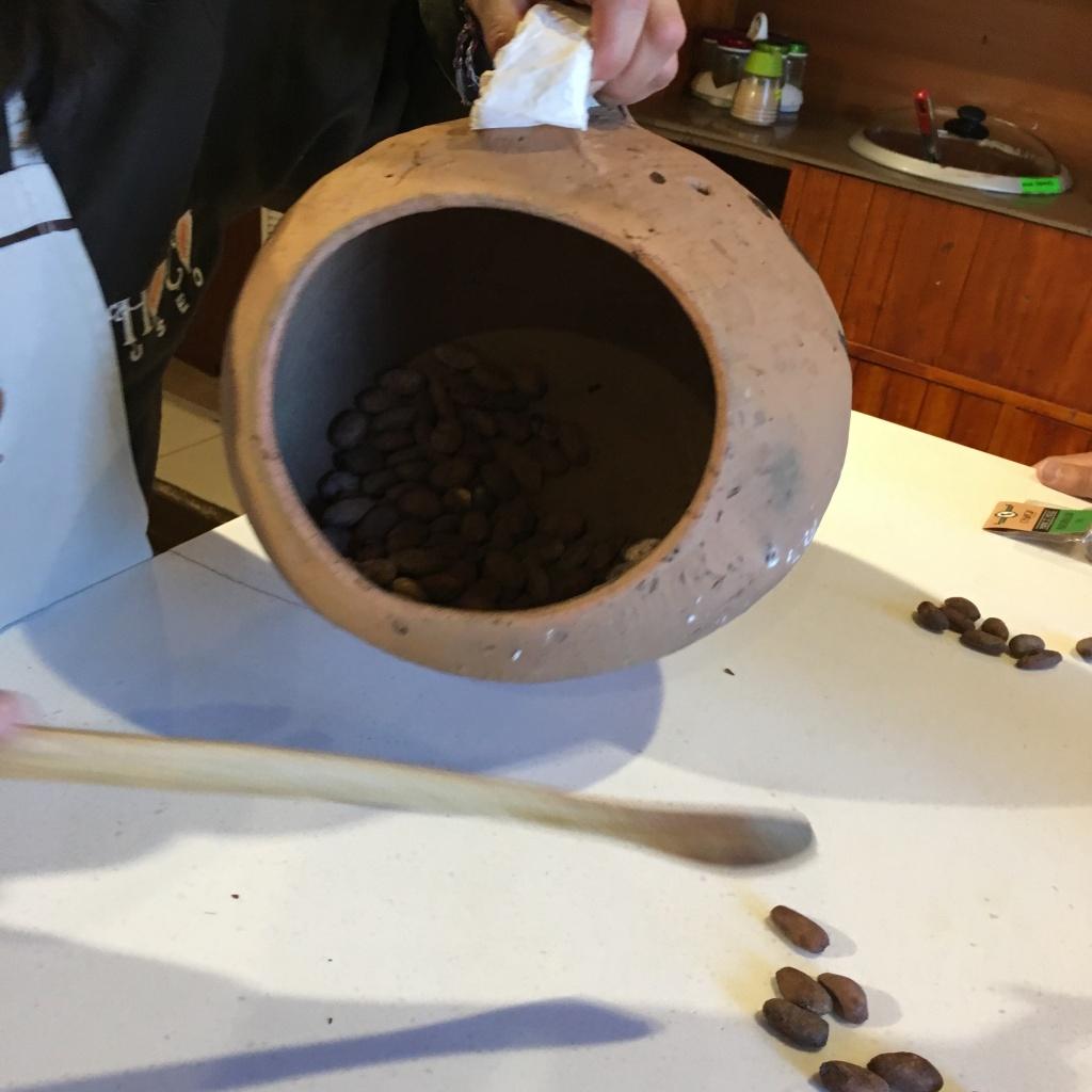 Teuko.com the lunchbox community. Roasting cocoa beans.