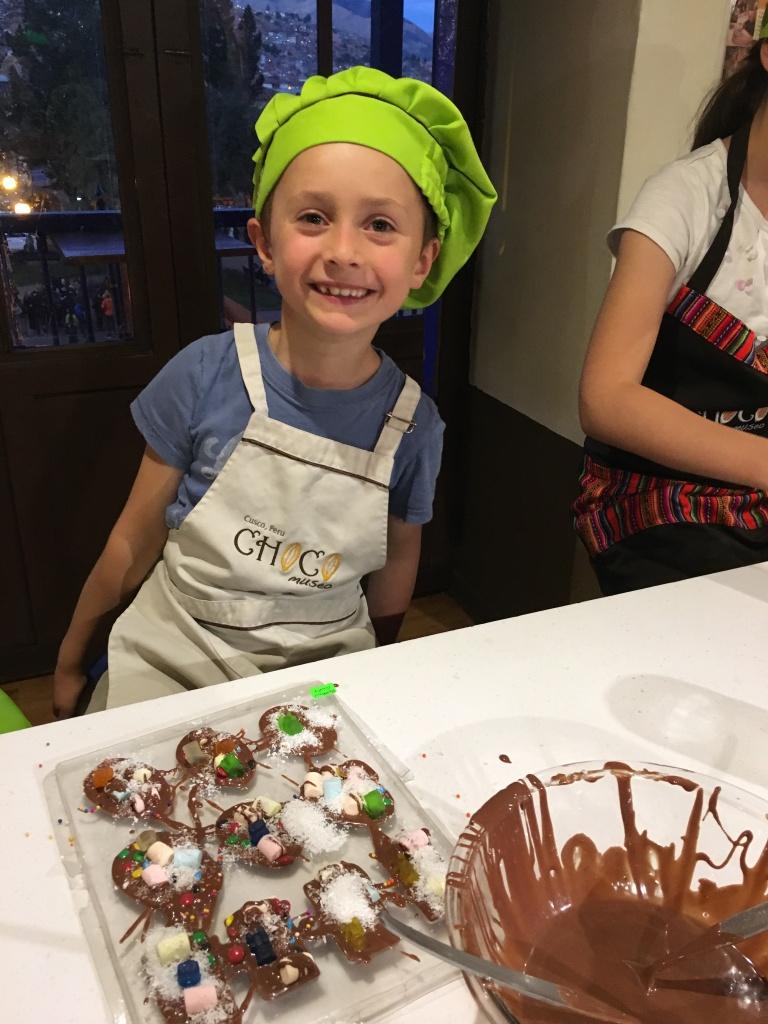 Teuko.com the lunchbox community - happy Teuko Kids creating their own chocolates.