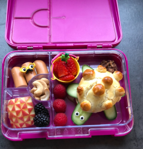 Lunchbox packed by Sabine, German mom of 3. Featuring a turtle-sandwich.